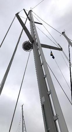 Mast w/ radar 1997 CATALINA 42 MkII Cruising Sailboat 1748761