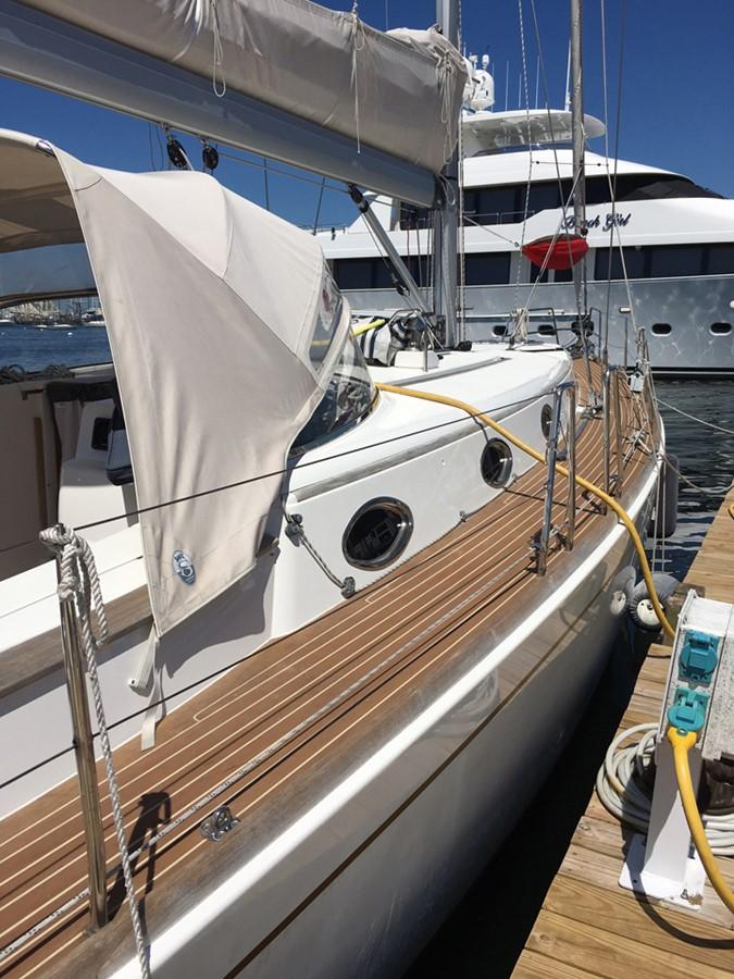 2014 MOODY Moody 45 Classic Cruising Sailboat 2394552