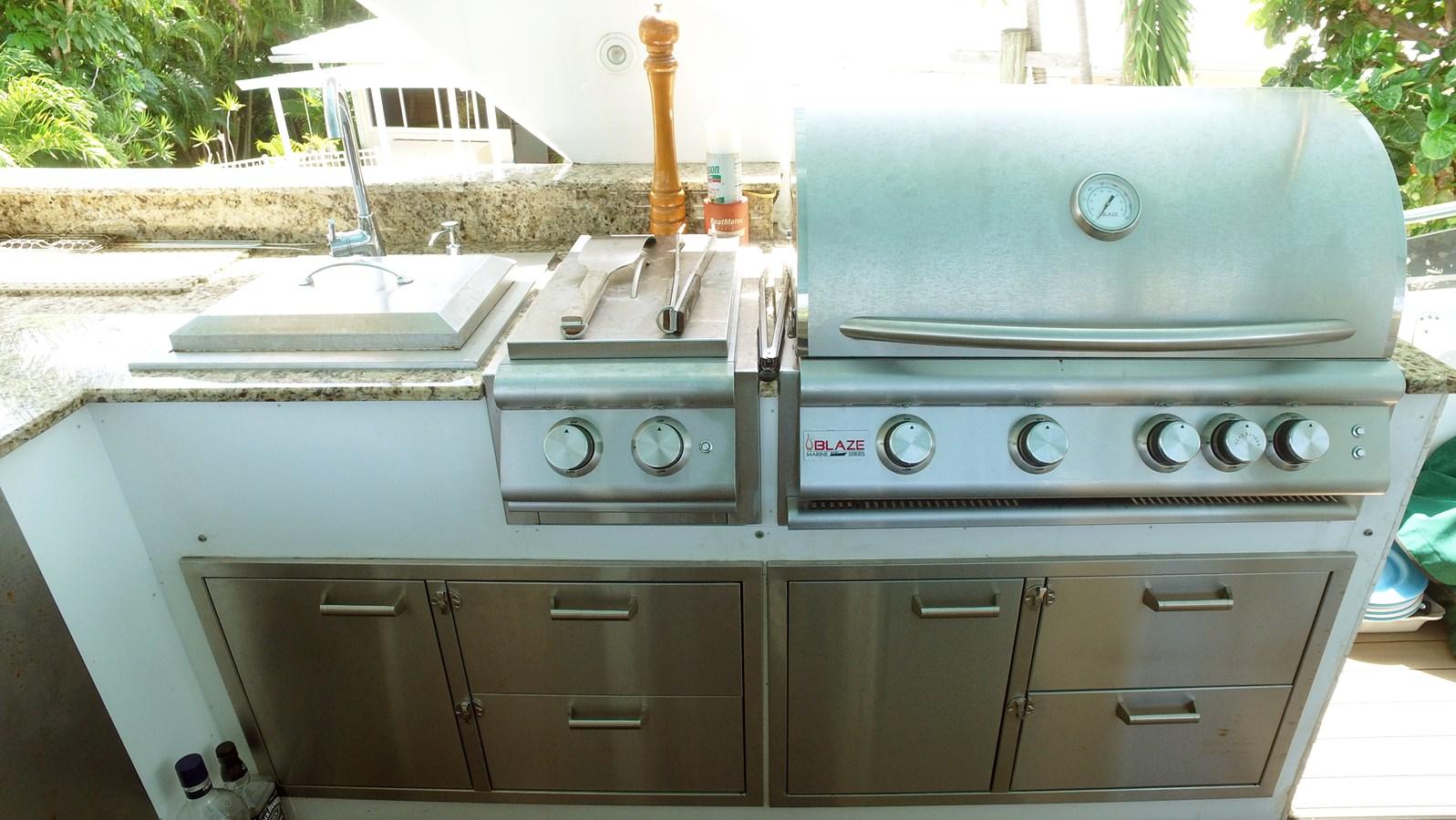 Flybridge Kitchen  1987 HATTERAS   2972792