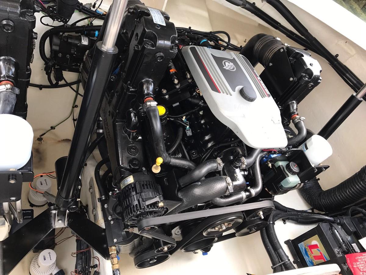 2015 SEA RAY 350 SLX Runabout 1785454