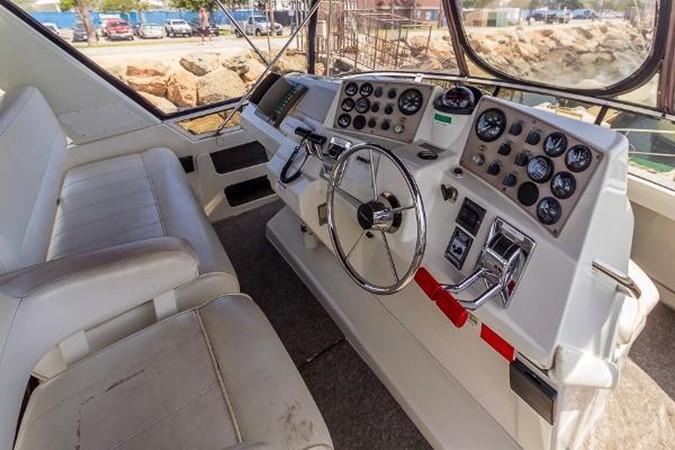 Flybridge 1999 CARVER 404 Cockpit Motor Yacht Motor Yacht 1842239
