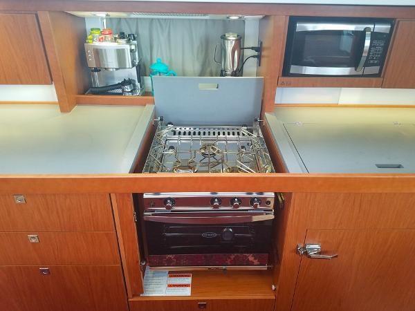 Stove 2015 BENETEAU Sense 50 Cruising Sailboat 1848502