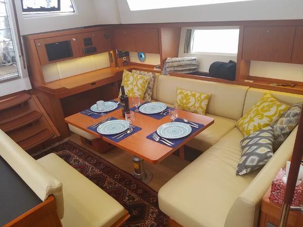 Salon Table. 2015 BENETEAU Sense 50 Cruising Sailboat 1848510