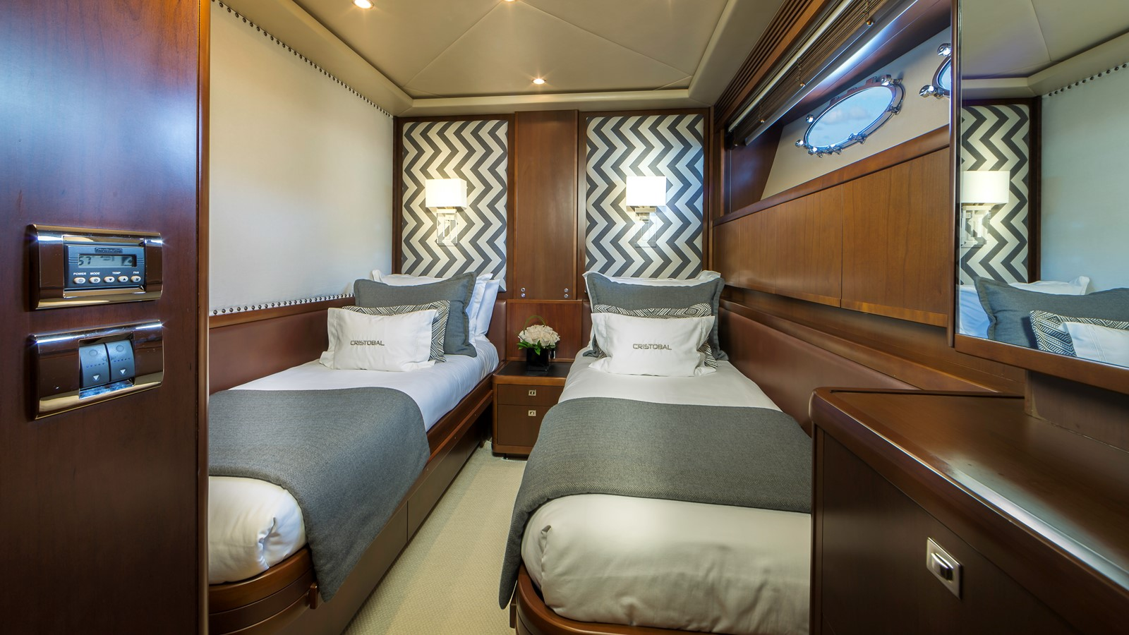 Guest Stateroom 2009 PRINCESS YACHTS  Flybridge 1867366