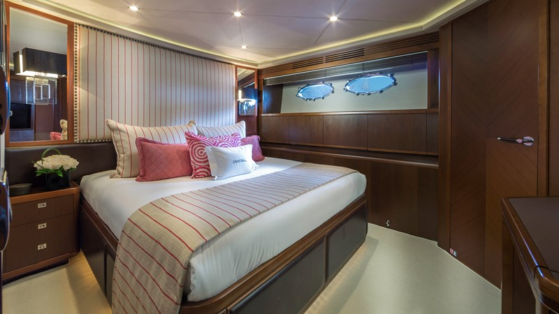 Guest Stateroom 2009 PRINCESS YACHTS  Flybridge 1867365