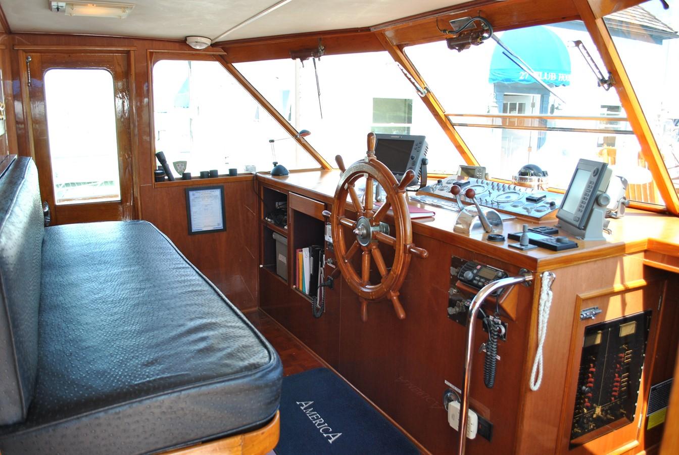 Wheelhouse  1965 TRUMPY  Motor Yacht 1870592