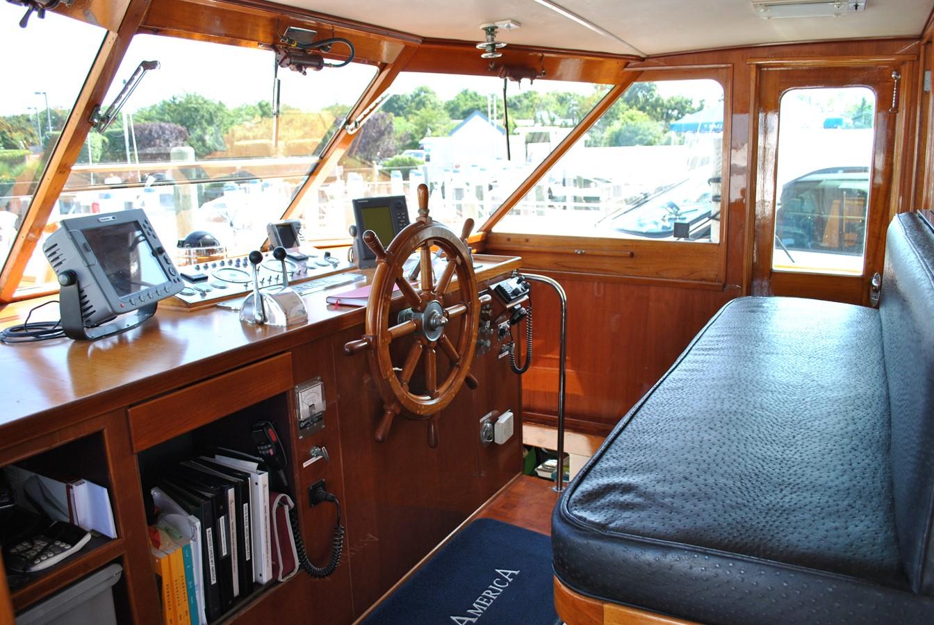 Wheelhouse  1965 TRUMPY  Motor Yacht 1870593