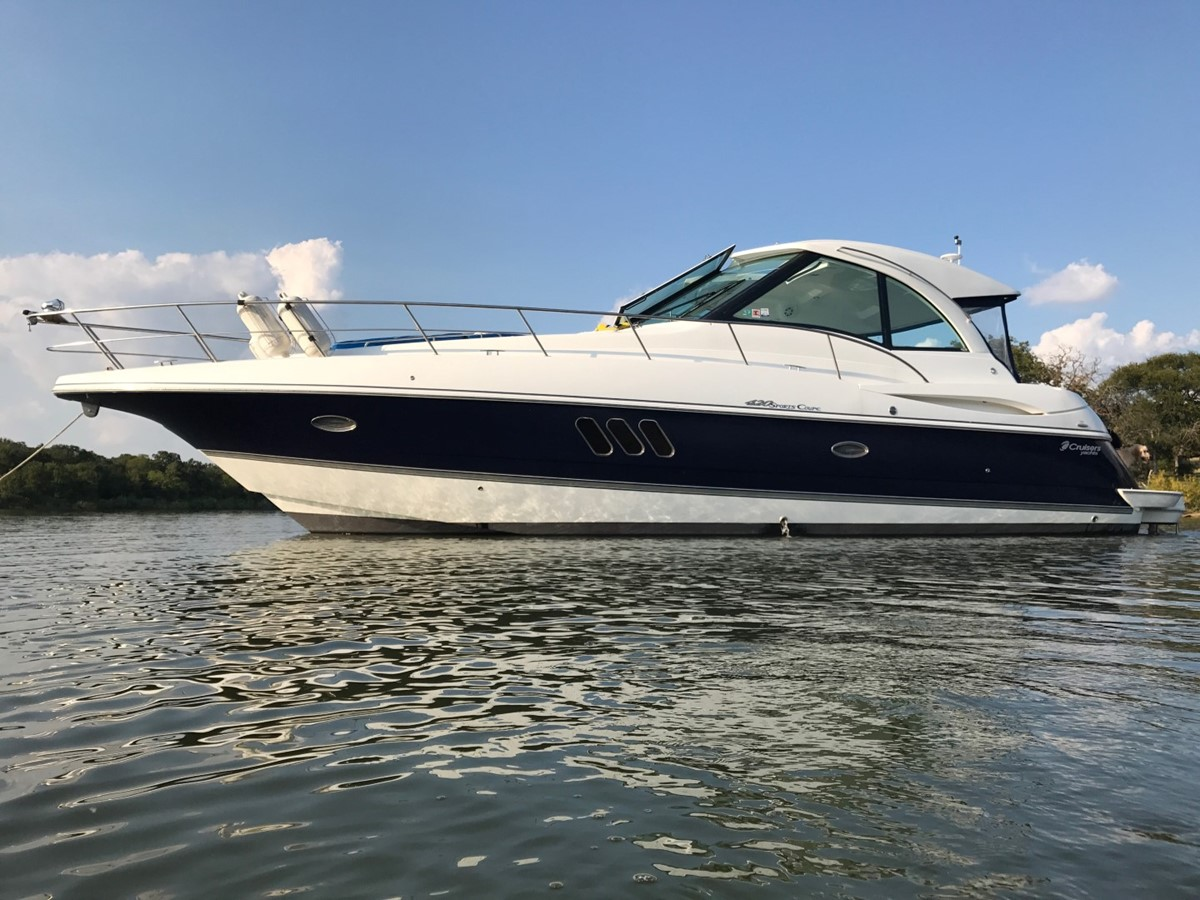2010 CRUISERS YACHTS 420 Sport Coupe Cruiser 1876230
