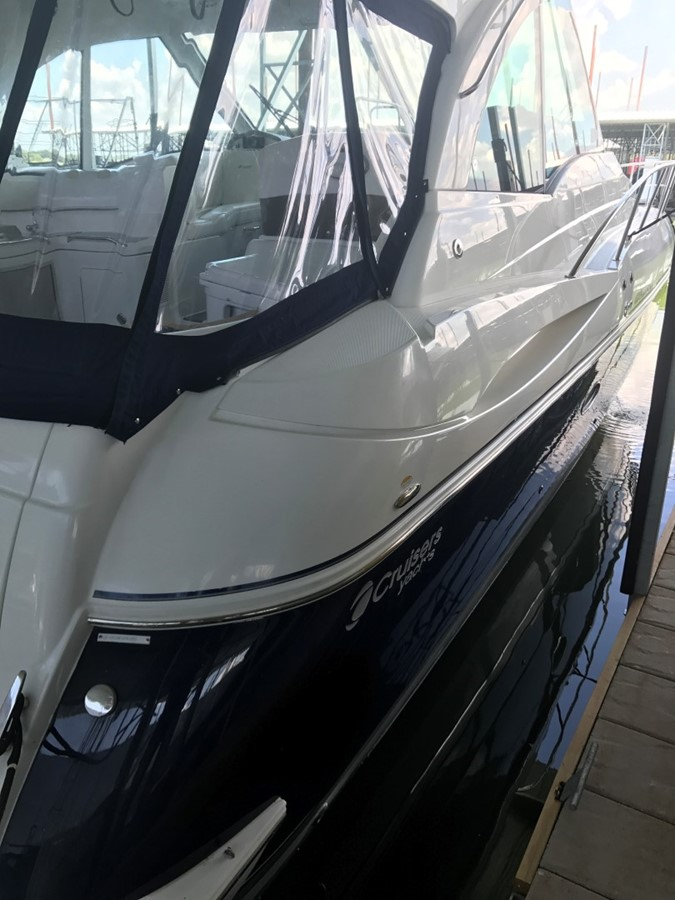 2010 CRUISERS YACHTS 420 Sport Coupe Cruiser 1876232