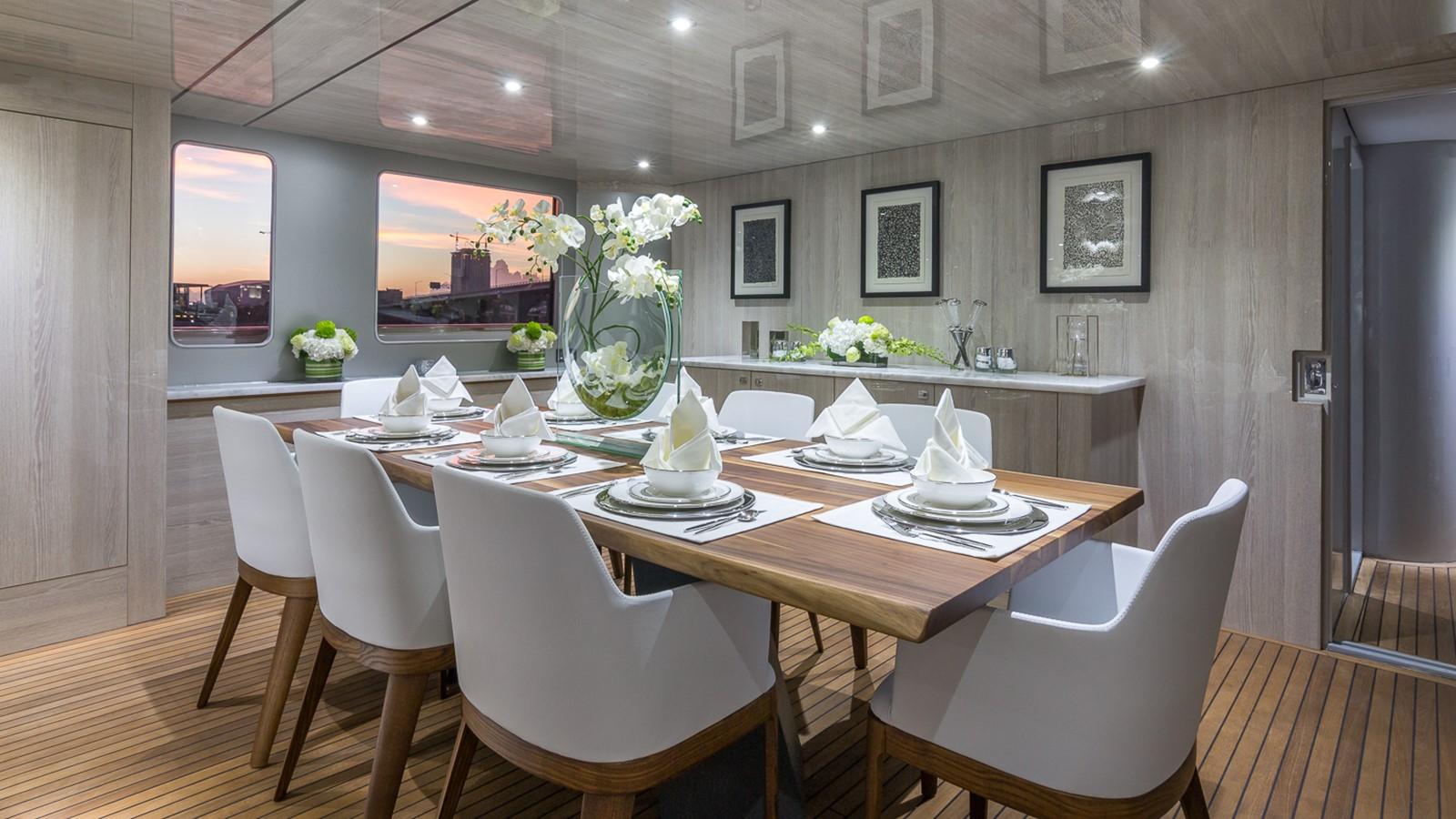 Dining 2000 HORIZON 110 Motor Yacht Motor Yacht 1895797