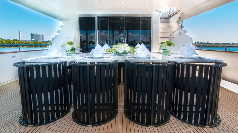 Aft Deck Dining 2000 HORIZON 110 Motor Yacht Motor Yacht 1895793