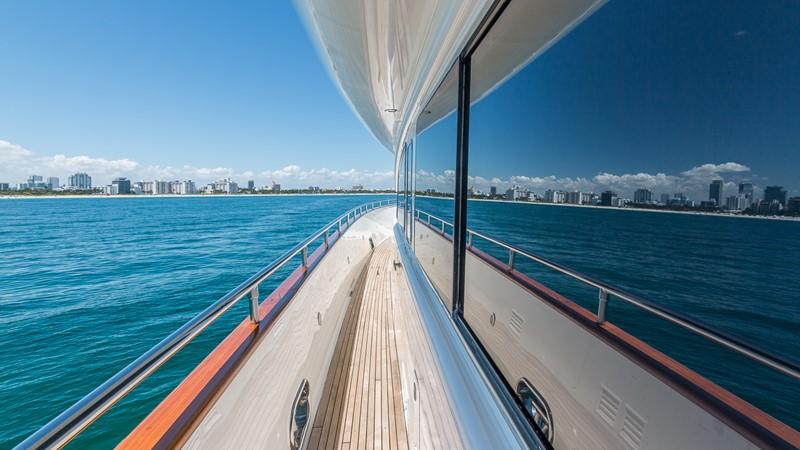 Side Deck 2000 HORIZON 110 Motor Yacht Motor Yacht 1895823