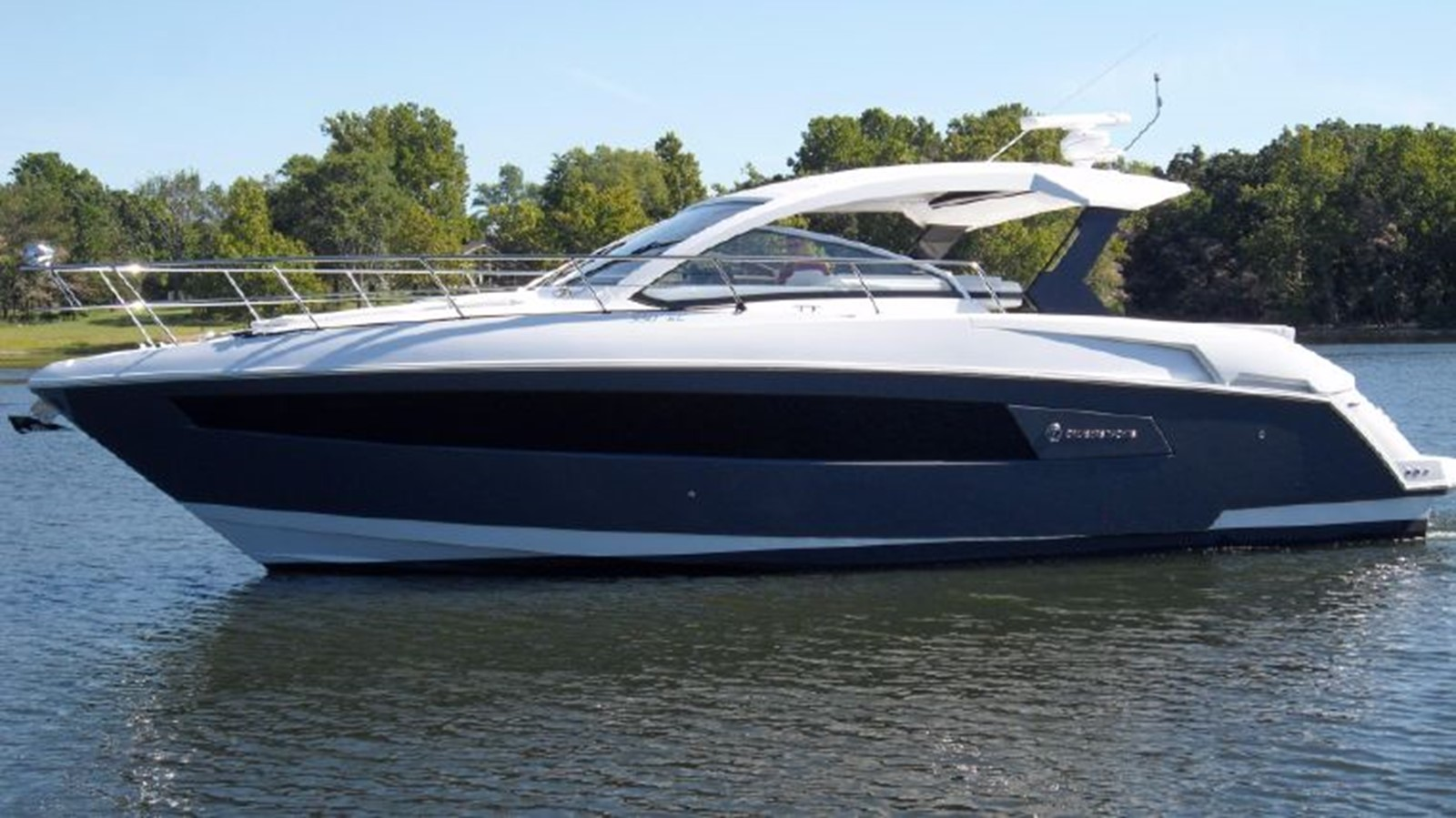 2016 CRUISERS YACHTS 390 Express Coupe Motor Yacht 2470813