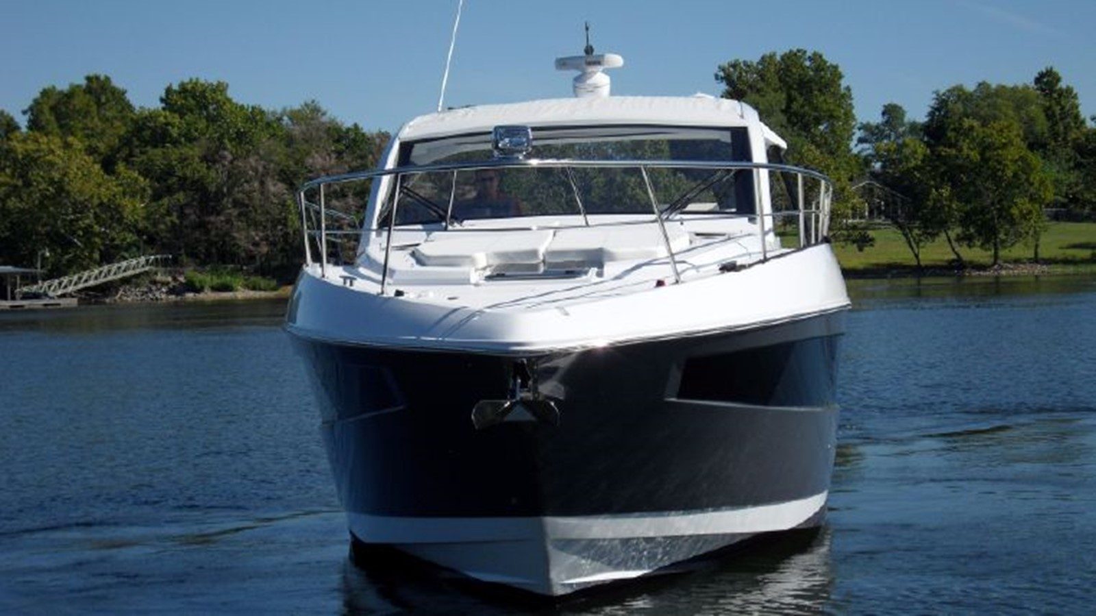2016 CRUISERS YACHTS 390 Express Coupe Motor Yacht 2470815