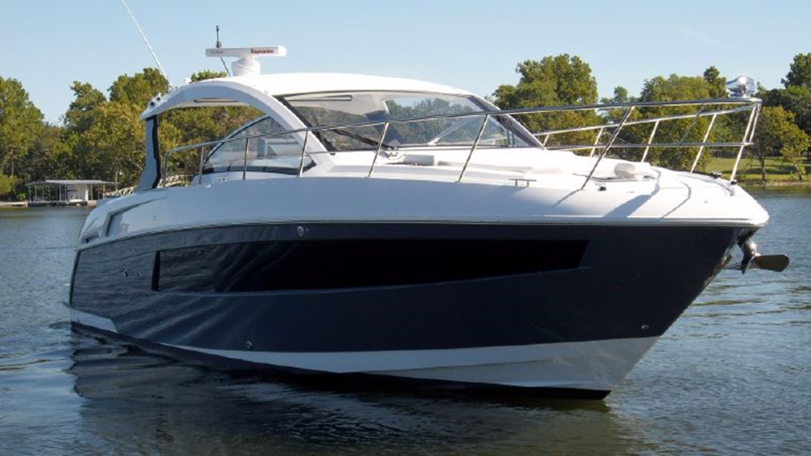 2016 CRUISERS YACHTS 390 Express Coupe Motor Yacht 2470816