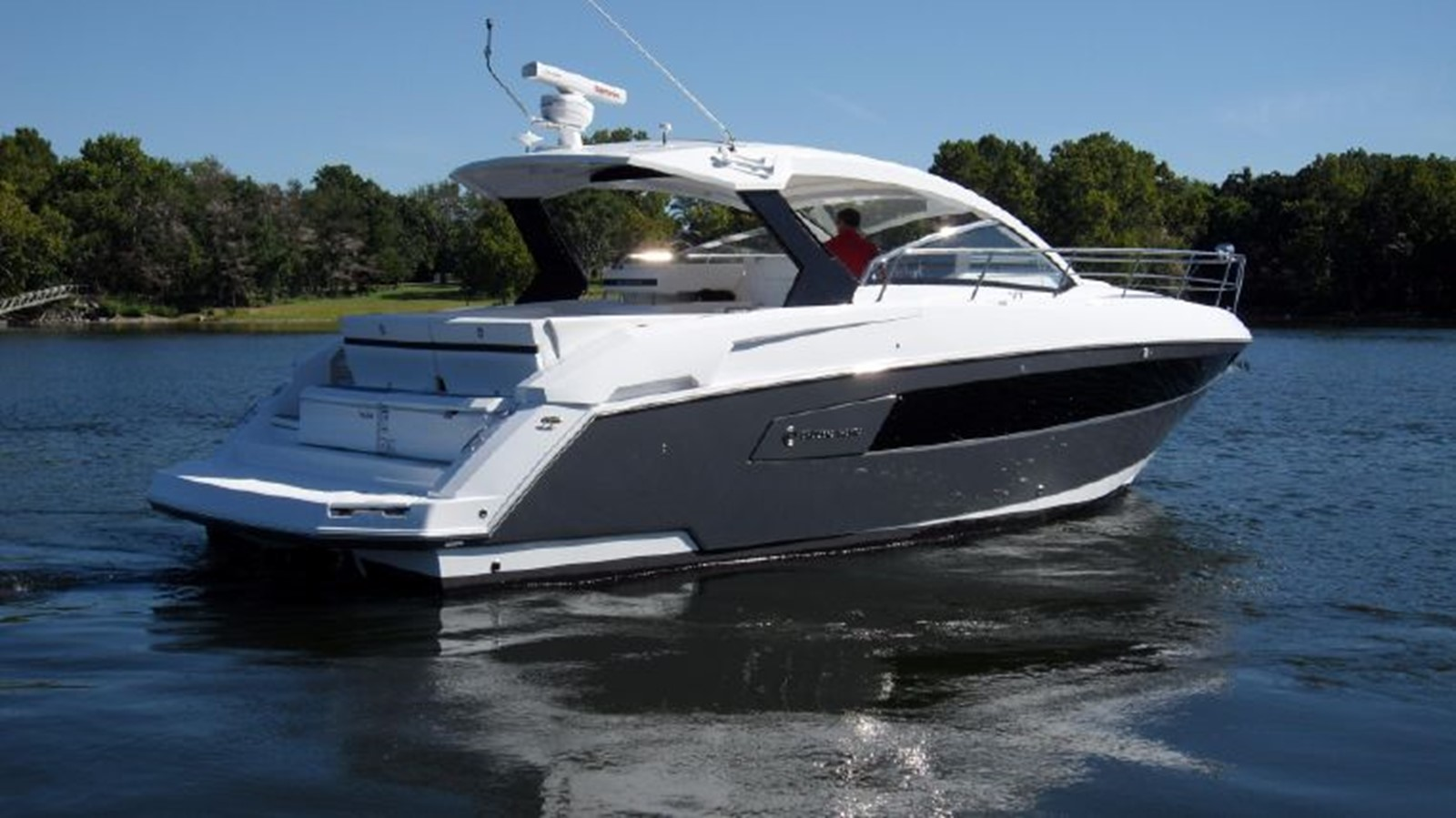 2016 CRUISERS YACHTS 390 Express Coupe Motor Yacht 2470818