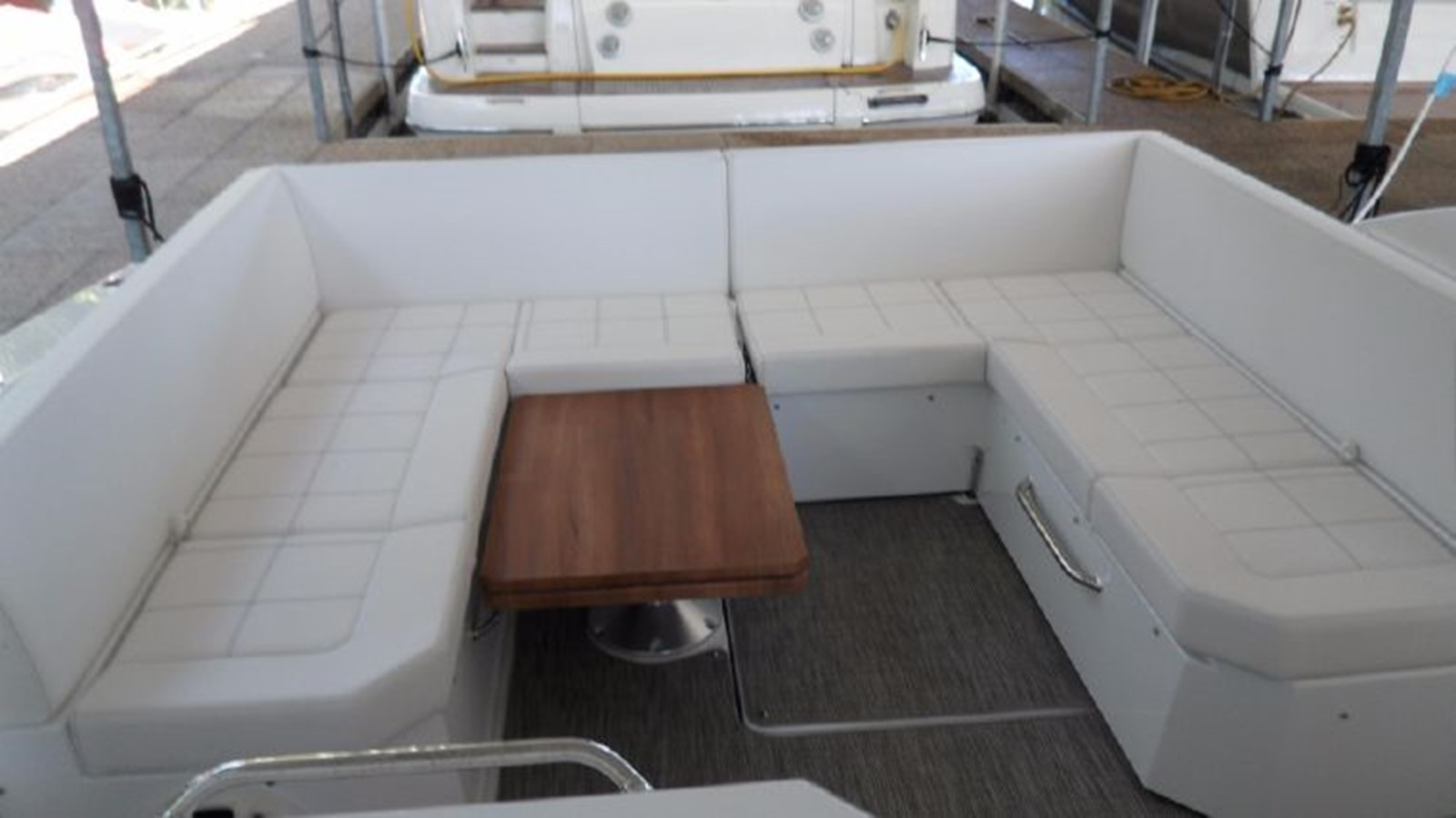 2016 CRUISERS YACHTS 390 Express Coupe Motor Yacht 2470824