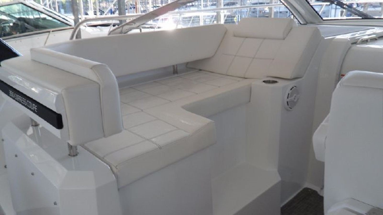 2016 CRUISERS YACHTS 390 Express Coupe Motor Yacht 2470829