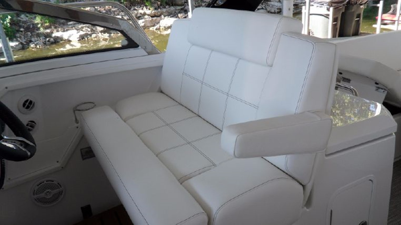 2016 CRUISERS YACHTS 390 Express Coupe Motor Yacht 2470830