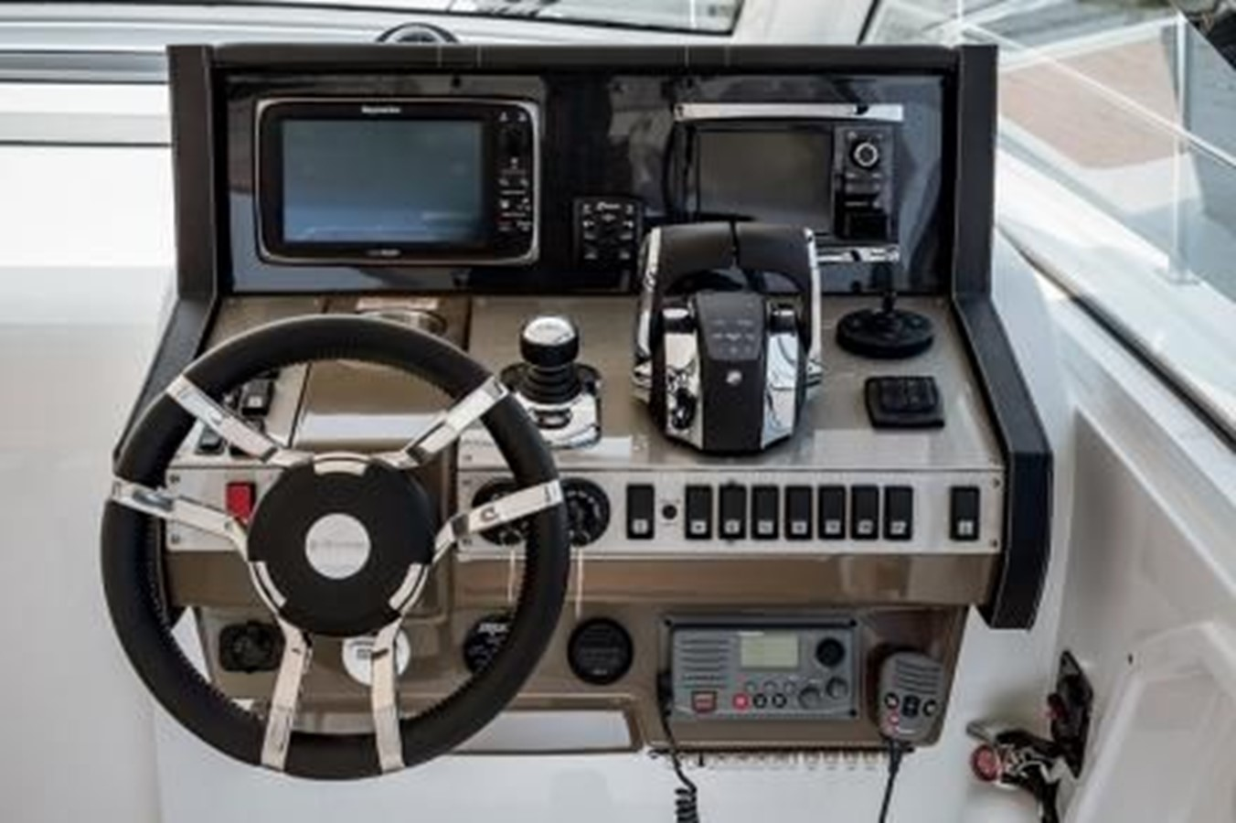 2016 CRUISERS YACHTS 390 Express Coupe Motor Yacht 2470831
