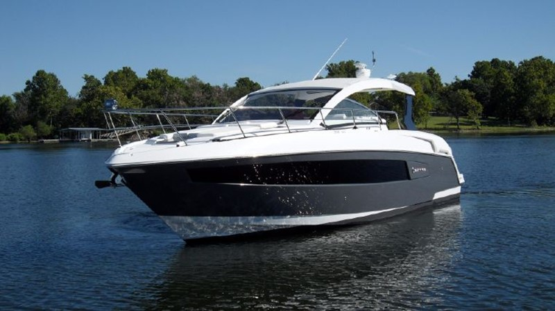 2016 Cruisers Yachts 390 Express Coupe Motor Yacht 2470814