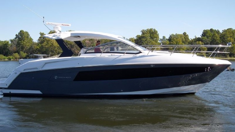 2016 Cruisers Yachts 390 Express Coupe Motor Yacht 2470817
