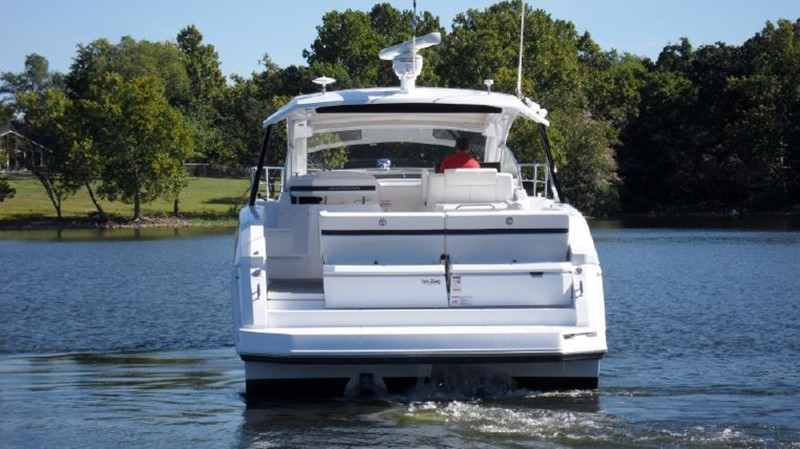 2016 Cruisers Yachts 390 Express Coupe Motor Yacht 2470819