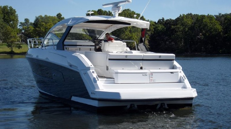 2016 Cruisers Yachts 390 Express Coupe Motor Yacht 2470820