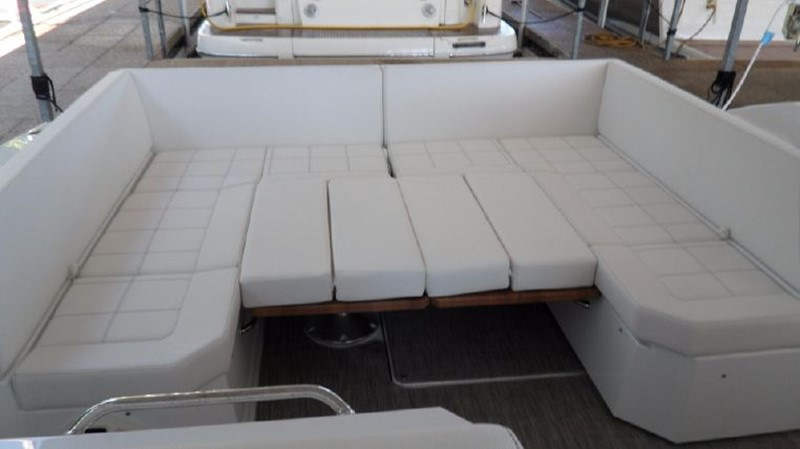 2016 Cruisers Yachts 390 Express Coupe Motor Yacht 2470825