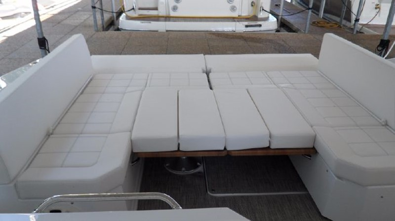 2016 Cruisers Yachts 390 Express Coupe Motor Yacht 2470826