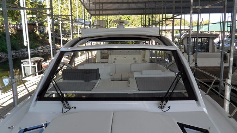 2016 Cruisers Yachts 390 Express Coupe Motor Yacht 2470840