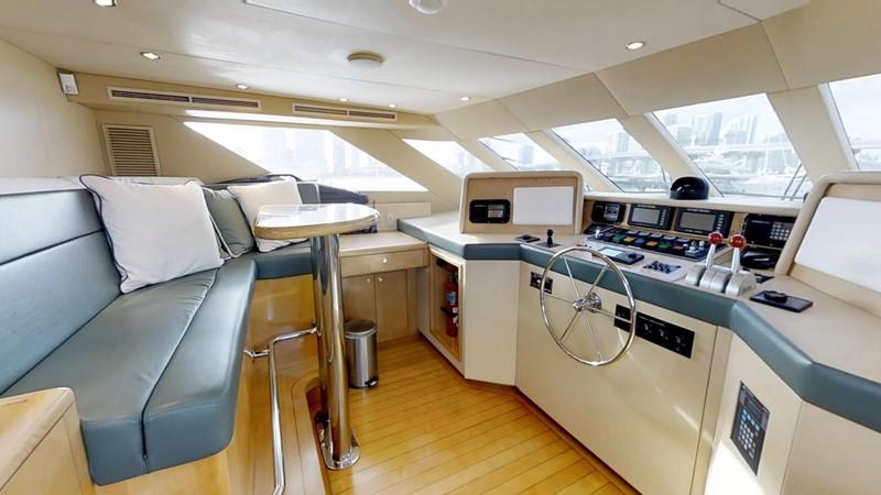 2000 HATTERAS 92 Motor Yacht 1933253