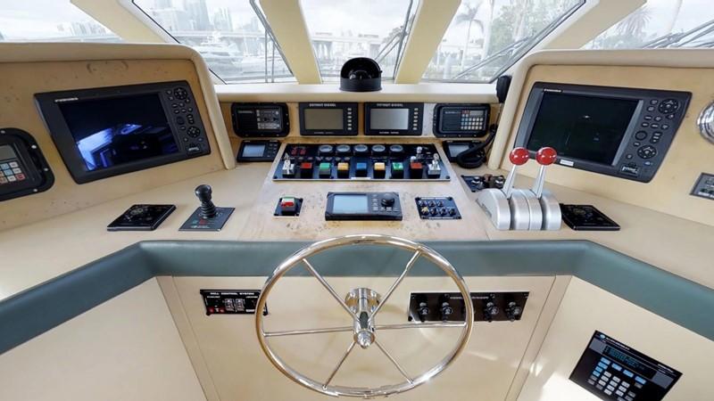 2000 HATTERAS 92 Motor Yacht 1933254
