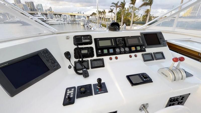 2000 HATTERAS 92 Motor Yacht 1933257