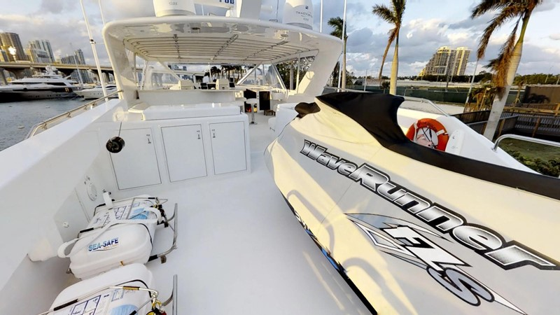 2000 HATTERAS 92 Motor Yacht 1933262