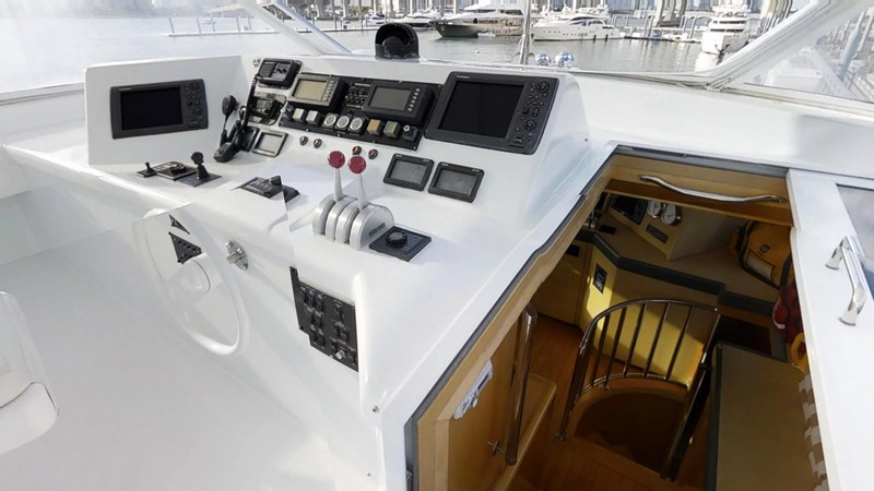 2000 HATTERAS 92 Motor Yacht 1933264