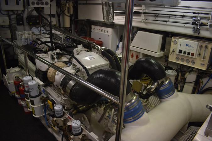 2000 HATTERAS 92 Motor Yacht 1933279
