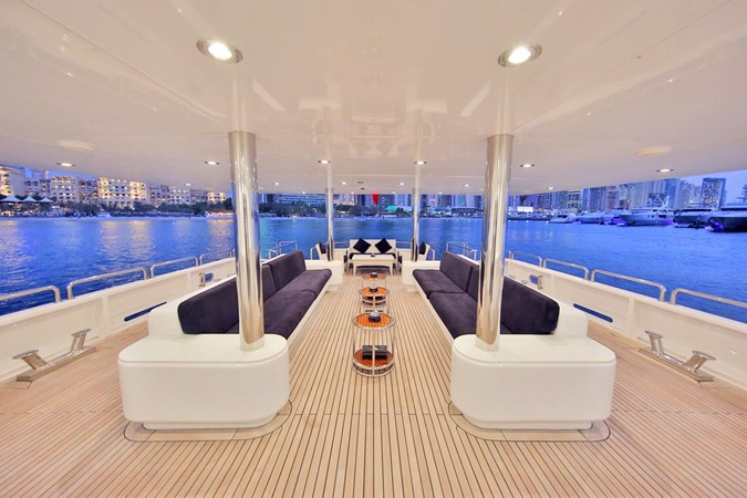 MAIN DECK AFT 1984 BENETTI  Displacement 1935963