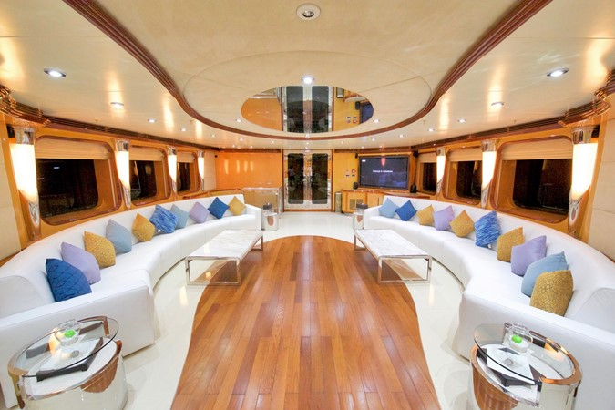 MAIN DECK - SALOON 1984 BENETTI  Displacement 1935964