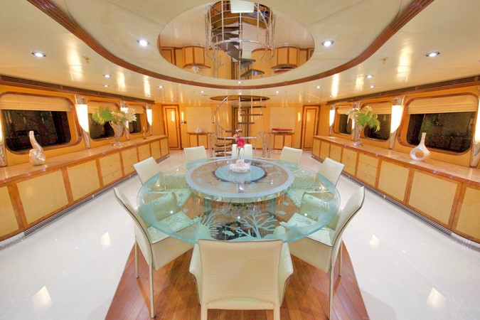 MAIN DECK – DINNING ROOM & SALOON 1984 BENETTI  Displacement 1935965