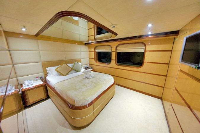 MAIN DECK – VIP STATEROOM 1984 BENETTI  Displacement 1935970