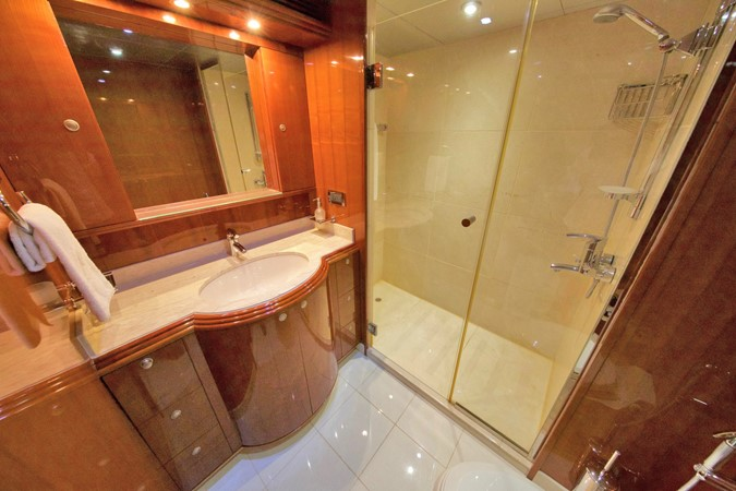 MAIN DECK – VIP STATEROOM'S BATHROOM 1984 BENETTI  Displacement 1935971