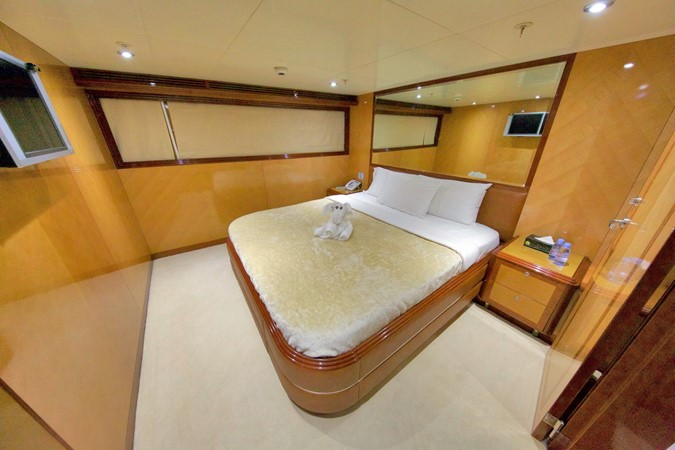 LOWER DECK – GUEST STATEROOM 2 1984 BENETTI  Displacement 1935976