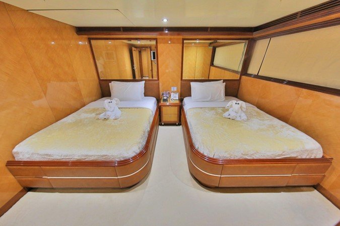 LOWER DECK – GUEST STATEROOM 3 1984 BENETTI  Displacement 1935978