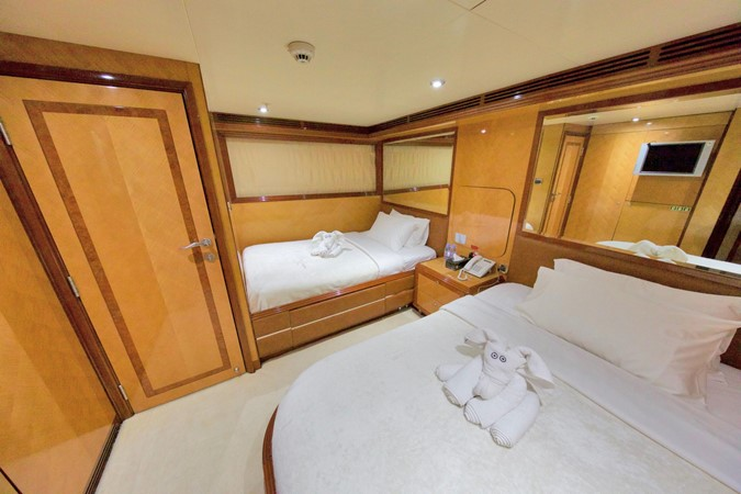 LOWER DECK – GUEST STATEROOM 4 1984 BENETTI  Displacement 1935980