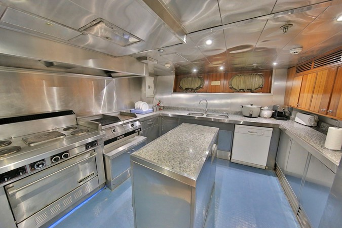 LOWER DECK - GALLEY 1984 BENETTI  Displacement 1935982