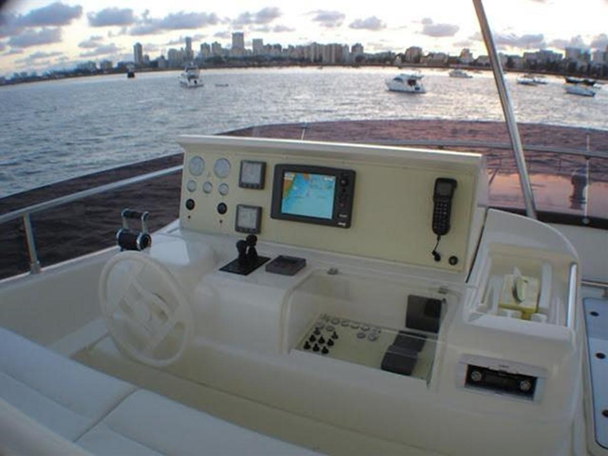 Flybridge - Helm 2007 FERRETTI YACHTS Ferretti 881 HT Motor Yacht 2005364