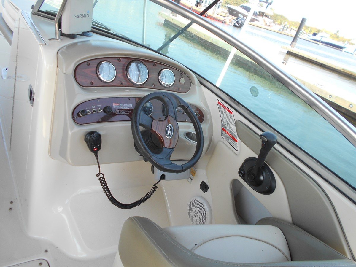 2005 SEA RAY 240 Sundeck Runabout 1962342