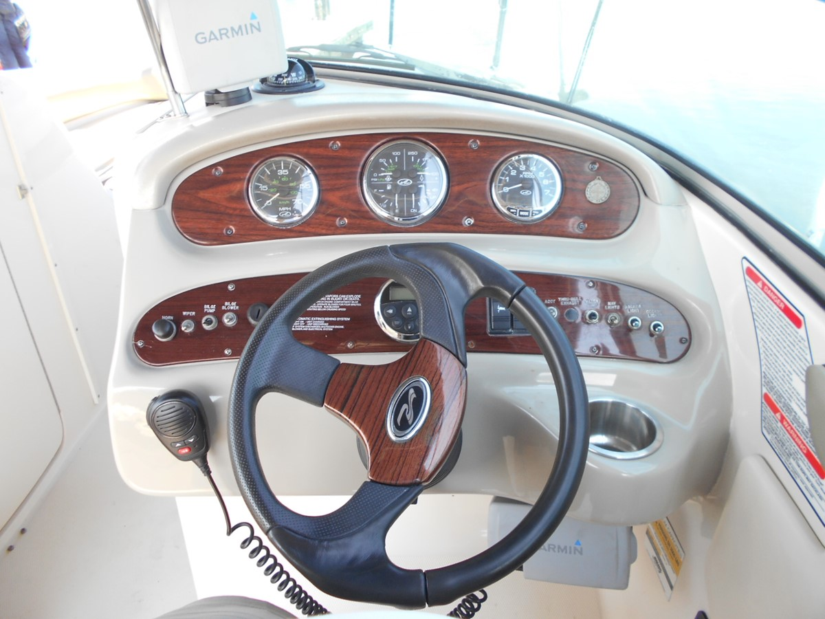 2005 SEA RAY 240 Sundeck Runabout 1962343
