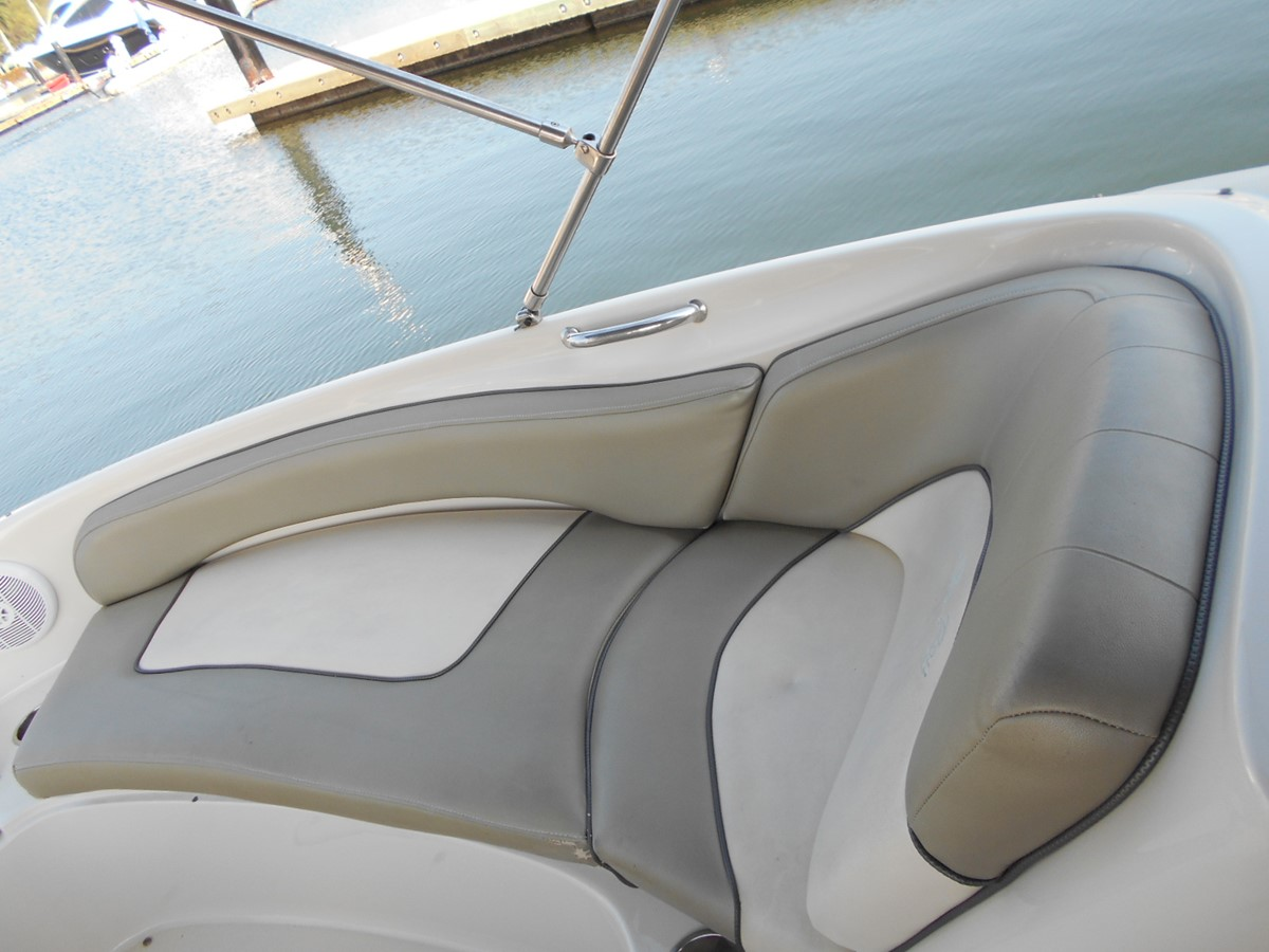 2005 SEA RAY 240 Sundeck Runabout 1962345